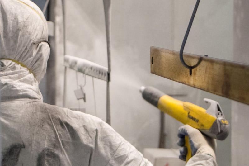 Xử lý hóa chất cho bề mặt sản phẩm trước khi sơn tĩnh điện